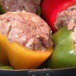 Gevulde paprika's zijn laag in koolhydraten en perfect als maaltijd! Zo maak je ze!
